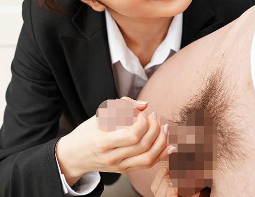 卑猥な女上司に勤務中など関係なく生足コキで足射させられるの脚フェチDVD画像1