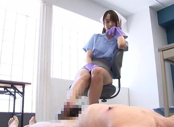 オフィス清掃員がM男にハイヒールで靴コキや蒸れた足臭責めの脚フェチDVD画像1