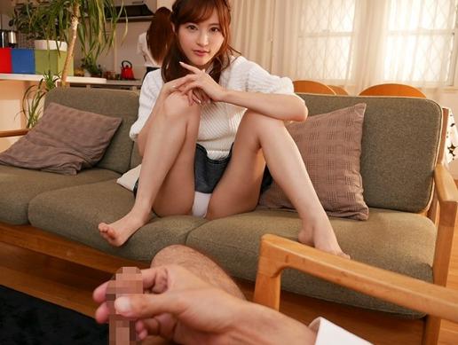 彼女の姉にパンチラ誘惑されニーハイソックス足コキで寝取られるの脚フェチDVD画像2