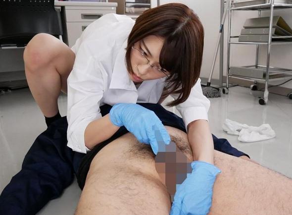 男たちを媚薬研究の実験体にして足コキ責めや痴女セックスの脚フェチDVD画像2