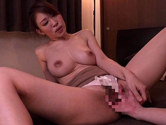 痴女お姉さんに淫語を囁かれながら生足コキや騎乗位で犯されるの脚フェチDVD画像4
