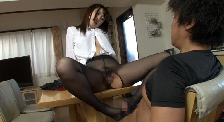 新卒採用で入社した優しいデカ尻姉の黒パンストの脚フェチDVD画像2