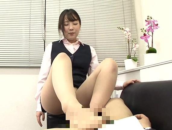 男女入れ替わり社内乱交やパンストOLの足コキに大量足射の脚フェチDVD画像4