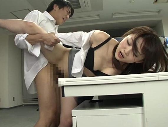 男女入れ替わり社内乱交やパンストOLの足コキに大量足射の脚フェチDVD画像2