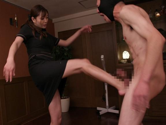 M性感エステシャンの強烈なパンスト足コキに我慢できず大量足射の脚フェチDVD画像5