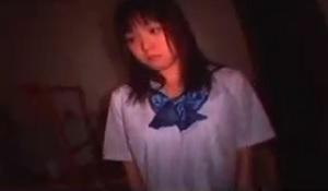 相田紗耶香薄暗い部屋で女子校生の濃厚フェラ