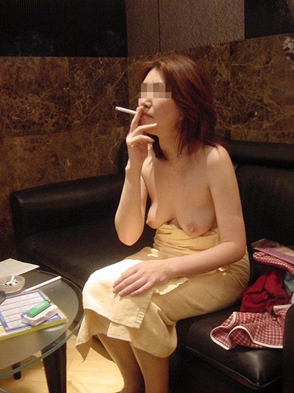 SEX後たばこ一服2