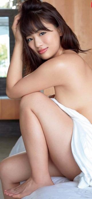 (平嶋夏海(元AKB48)写真集・週刊誌で決意の裸セミぬーど)写真64枚
