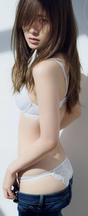 (白石麻衣の下着姿から乳房が美巨乳お乳と確定)えろ写真27枚
