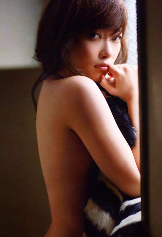 【指原莉乃(73㎝乳房)ノーブラおっぱい下着セクシーボディ】画像31枚