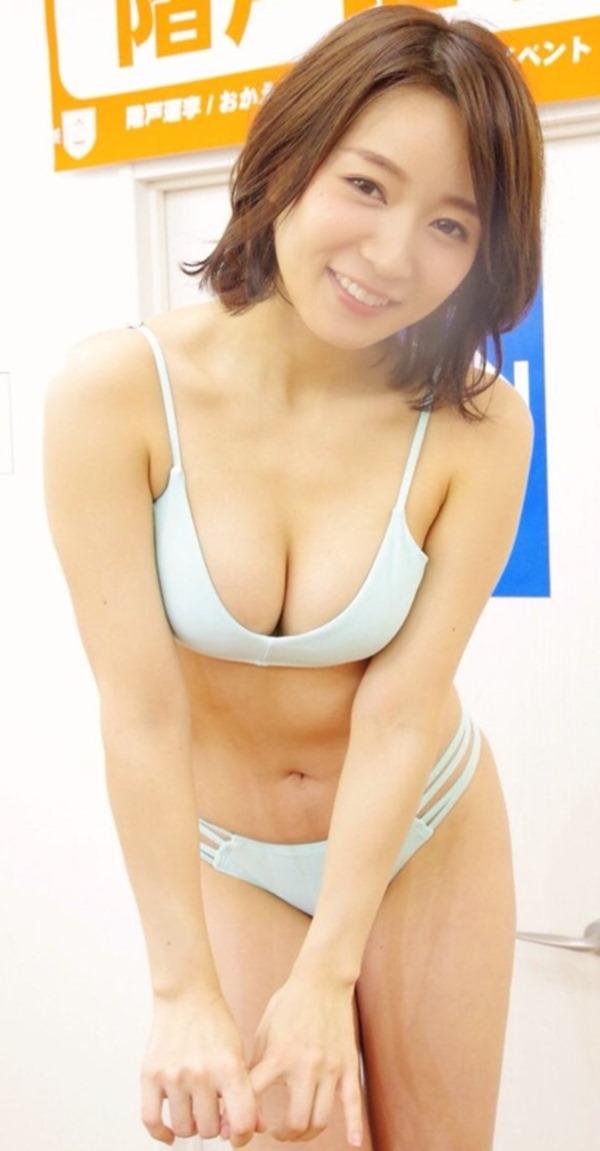 階戸瑠李31