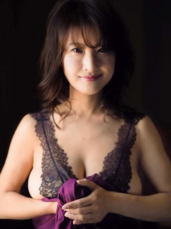 (スイカップ古瀬絵理アナの乳房は美巨乳お乳だった)えろ写真33枚