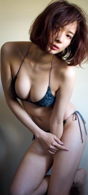 (岡田紗佳(日中ハーフモデル)の乳房が美巨乳お乳)写真32枚