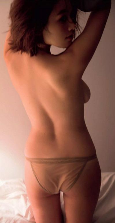 (筧美和子(JJ専属モデル)写真集(Parallel)で大胆・手ブラ・セミぬーど)写真36枚