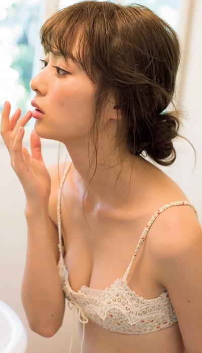 (内田理央のセミぬーどから清楚なお尻と乳房と確定)写真36枚