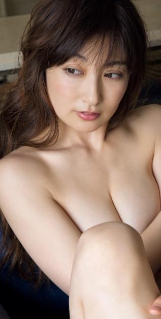 【熊田曜子のセミヌードに成熟・巨乳おっぱい付き】画像41枚
