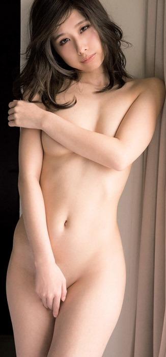 (有村藍里(有村架純の姉)が初写真集(i)で裸セミぬーど勝負)写真72枚