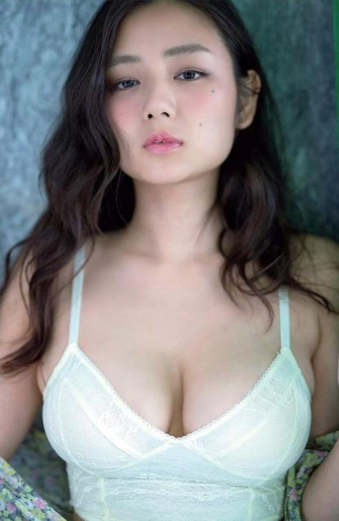 【片山萌美(91㎝G乳房)・DVD(わたし巡り)写真集で水着セクシーボディ】画像80枚