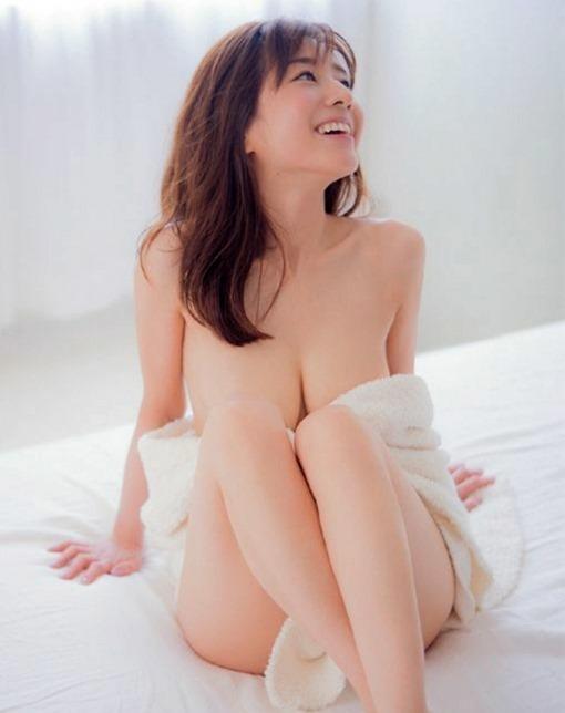 【田中みな実(an・an)で肘ブラ・セミヌードな巨乳おっぱい】画像25枚