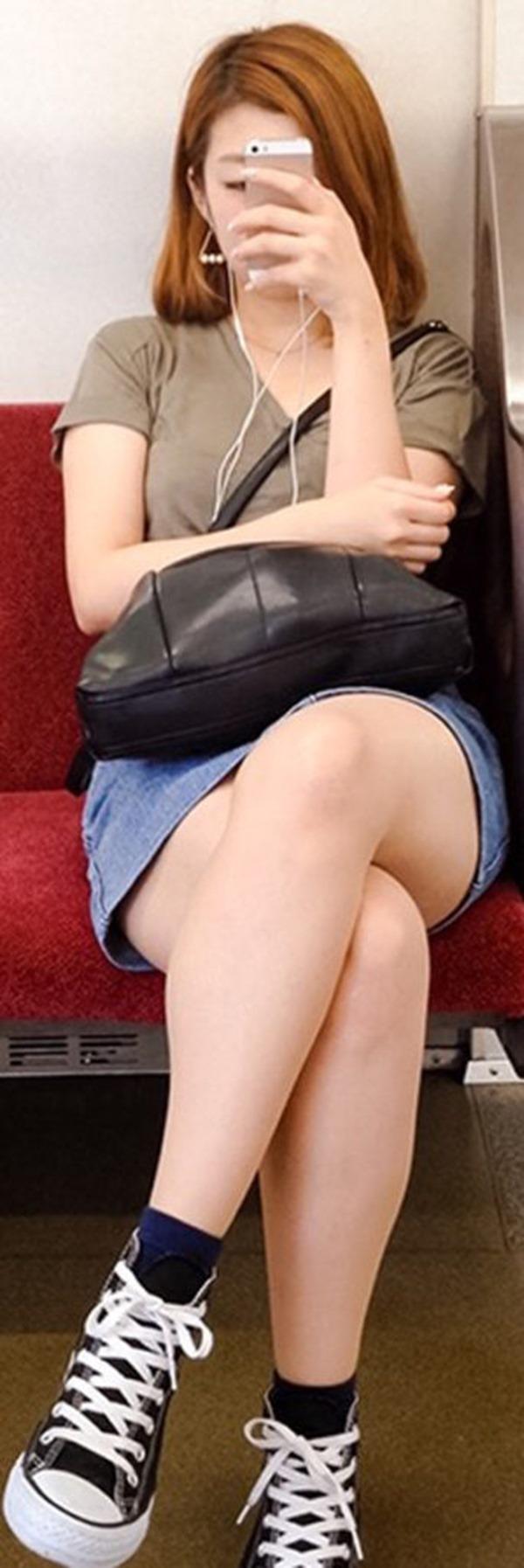 電車内生足2