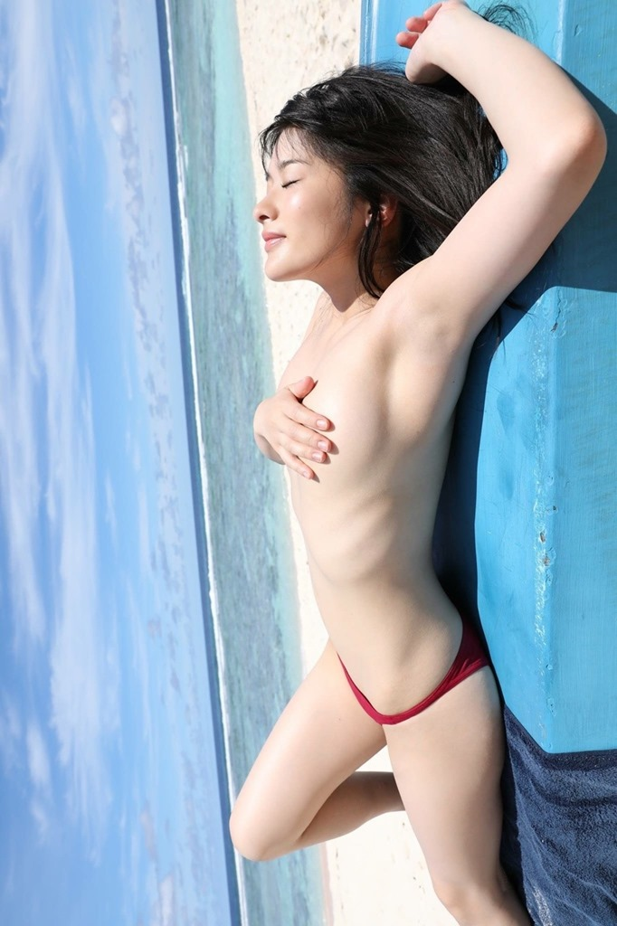 【神谷えりな(仮面女子)がDVD(人間陶器)で裸身セミヌード解禁】画像40枚