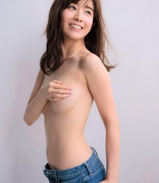 【田中みな実(83㎝・Eカップ巨乳)ノーブラおっぱいグラビア】画像・動画
