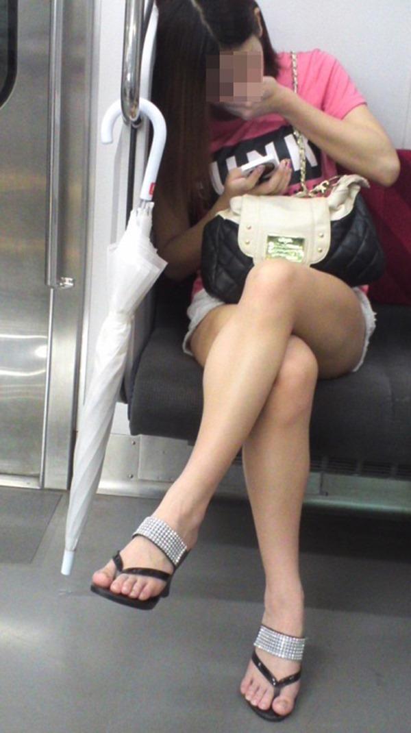 電車内生足5