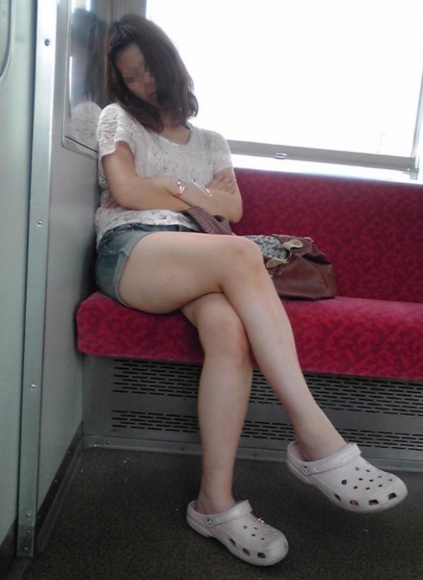 電車内生足9