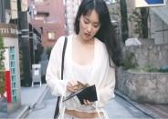客の財布をかすめ取った芳子