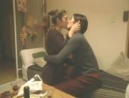 誠一郎とキスする玲子