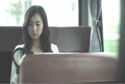 バスの中にいるサラ