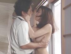 久木にキスしようとする凛子