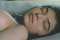 眠っている菊子