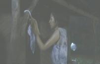 朔の家に白い布を縛るトエ