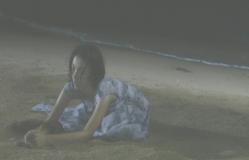 海辺にへたりこむトエ