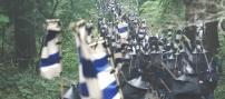 松尾山を下っていく小早川の軍勢