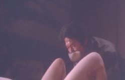 ねりかの脚を広げる男