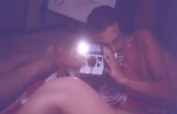 若い女の子の秘部をポラロイドに撮る男