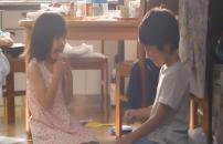 クリープを舐めている小さい頃の泰子と智