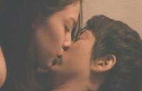 キスする美穂