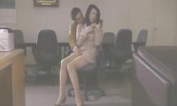 レ●プ犯・容疑者の小野寺に下半身を触られている紗代子