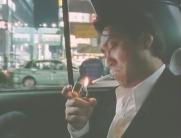 タバコに火を点ける