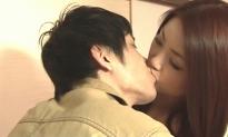 守とキスする真由子