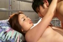AVの撮影で夫とセックスするユミ