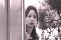 様子を見ているユミ