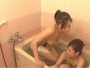 夏樹も浴槽に入る