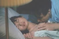 涼子の乳房を愛撫