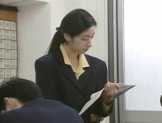 授業している鎌田梨沙先生
