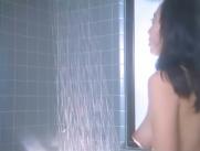 シャワーに向かい