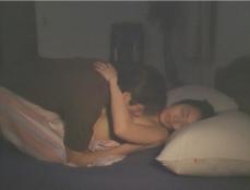 倫子の乳房を吸う夫